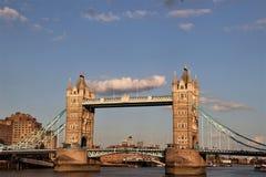 Ponte della torre ed il Tamigi, Londra, Inghilterra Fotografie Stock
