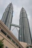 Ponte della torre gemella famosa - Petronas Fotografia Stock Libera da Diritti