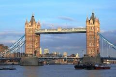 Ponte della torre - Londra - il Regno Unito fotografie stock libere da diritti
