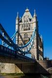Ponte della torre in primavera immagine stock