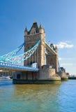 Ponte della torre un giorno soleggiato luminoso in primavera, Londra, Regno Unito Immagine Stock Libera da Diritti