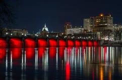 Ponte della via del mercato di Harrisburg alla notte Fotografia Stock
