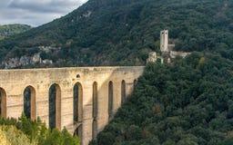 Ponte delle Torri,斯波莱托,翁布里亚,意大利 库存照片