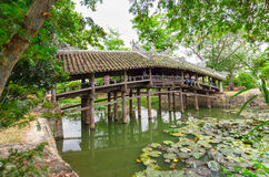 Ponte di architettura con le mattonelle di tetto di legno Fotografia Stock Libera da Diritti