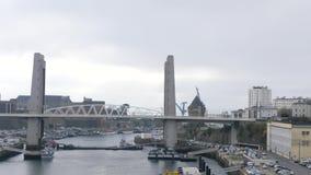 Ponte di ascensore verticale a Brest, Francia video d archivio