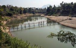Ponte di bambù sopra il fiume del Mekong Fotografia Stock Libera da Diritti