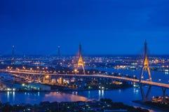 Ponte di Bhumibol di scena di notte, Bangkok, Tailandia Immagini Stock Libere da Diritti