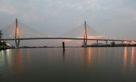 Ponte di Bhumibol di scena di notte, Bangkok, Tailandia Fotografia Stock Libera da Diritti