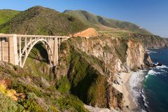 Ponte di Bixby, strada principale una, California, Big Sur fotografie stock