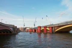 Ponte di Blackfriars - Londra - il Regno Unito immagini stock