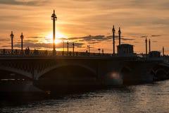 Ponte di Blagoveschensky, città di St Petersburg della Russia Tramonto di estate, sera immagine stock libera da diritti