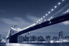 Ponte di Brooklyn alla notte immagini stock libere da diritti