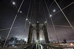 Ponte di Brooklyn alla notte Immagine Stock