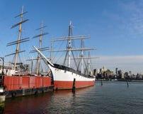 Ponte di Brooklyn con East River fotografia stock libera da diritti