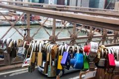 Ponte di Brooklyn con i lucchetti di amore Fotografia Stock Libera da Diritti