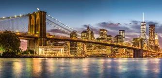Ponte di Brooklyn con il tramonto dal parco del ponte di Brooklyn Fotografia Stock Libera da Diritti