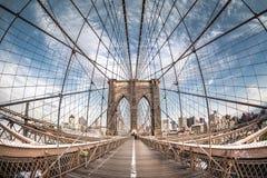 Ponte di Brooklyn da una prospettiva dell'occhio di pesce, New York Immagine Stock Libera da Diritti
