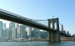 Ponte di Brooklyn dal porto di New York Fotografie Stock Libere da Diritti