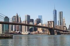 Ponte di Brooklyn dell'orizzonte di New York Manhattan Immagini Stock