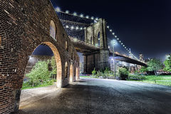 Ponte di Brooklyn di New York con il Brooklyn Park Fotografia Stock Libera da Diritti