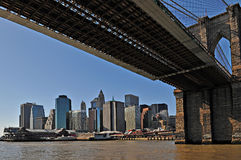 Ponte di Brooklyn di New York con Manhattan come backgro Fotografia Stock Libera da Diritti