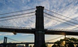 Ponte di Brooklyn durante l'alba fotografia stock