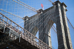 Ponte di Brooklyn e cielo blu Immagini Stock Libere da Diritti