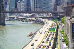 Ponte di Brooklyn e giorno dell'orizzonte di New York fotografia stock libera da diritti