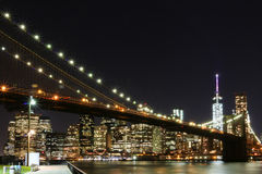 Ponte di Brooklyn e orizzonte del centro di Manhattan Immagine Stock