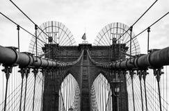 Ponte di Brooklyn nel monocromio, New York, U.S.A. fotografia stock