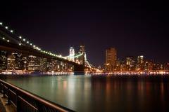 Ponte di Brooklyn, New York alla notte Fotografie Stock Libere da Diritti