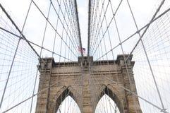 Ponte di Brooklyn in su 4 vicini immagini stock libere da diritti