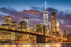 Ponte di Brooklyn a tempo crepuscolare, New York Fotografia Stock