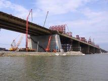 Ponte di Bugrinskij della costruzione di estate 2013 di Novosibirsk immagini stock libere da diritti