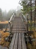 Ponte di camminata di legno dell'itinerario fotografie stock