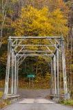 Ponte di capriata storico di Pratt - fiume orientale di Greenbrier della forcella, Virginia Occidentale immagine stock libera da diritti