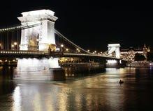 Ponte di catene alla notte. Budapest fotografie stock libere da diritti