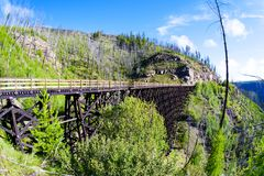Ponte di cavalletto storico a Myra Canyon in Kelowna, Canada fotografie stock libere da diritti