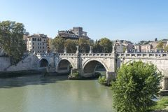 Ponte di Ponte Cavour a Roma sul fiume il Tevere, Italia fotografia stock