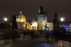 Ponte di Charles di notte, Praga, repubblica Ceca Fotografia Stock