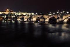 Ponte di Charles e castello di Praga Fotografie Stock Libere da Diritti