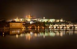 Ponte di Charles e cattedrale della st Vitus, Praga, repubblica Ceca Immagine Stock Libera da Diritti