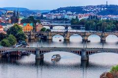Ponte di Charles ed altri ponti vista, repubblica Ceca di Praga immagine stock libera da diritti