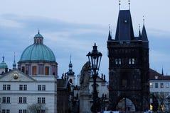 Ponte di Charles (Karluv più) nello sguardo fisso Mesto, Praga, repubblica Ceca Immagine Stock