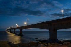 Ponte di confederazione alla notte Fotografie Stock Libere da Diritti