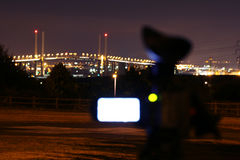 Ponte di contaminazione della videocamera portatile alla notte Immagini Stock Libere da Diritti