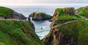Ponte di corda di Carrick-a-Rede, Irlanda del Nord fotografie stock libere da diritti