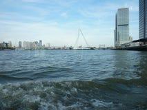 Ponte di ERASMUS in vela di Rotterdam in una barca fotografie stock libere da diritti