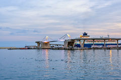 Ponte di europa all'entrata per port Vell Barcellona, Catalunya Spagna Bello tramonto pacifico di vista Fotografia Stock