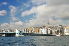 Ponte di Galata e torre di galata a Costantinopoli Immagine Stock